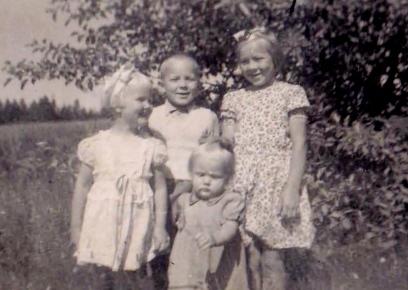 Eeva-Liisa, Tarmo, Paula ja Ritva.