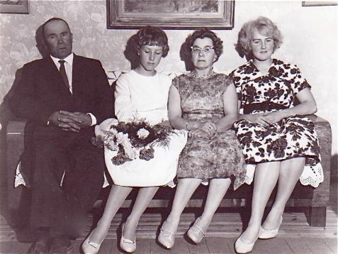 Eino, Paula, Laina ja Eeva-Liisa.