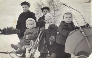 Serkukset Markku, Leena, Hannu, Tuula ja Ismo. n. 1956