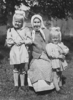 Eeva-Liisa, Vilhelmiina ja Paula.